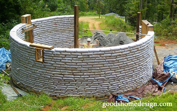 image from: http://www.goodshomedesign.com/an-earthbag-round-house-for-less-than-5000/